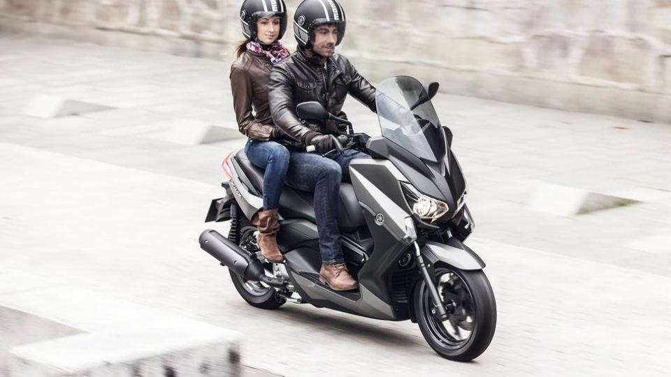 2014-Yamaha-X-MAX-250-ABS-EU-Matt-Grey-Action-003.jpg