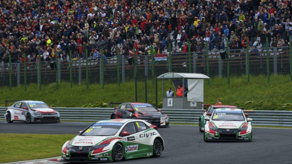 honda-civic-ottiene-un-doppio-podio-nella-tappa-ungherese-del-campionato-wtcc-double_podium_for_honda.jpg