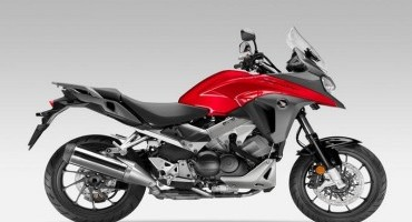 Honda: ha un motore V4 da 800 cc è il nuovo Crossrunner 2015