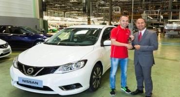 Nissan consegna la prima pulsar al calciatore Andrés Iniesta