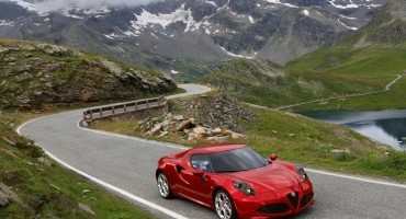 Alfa Romeo 4C: scoprila con la Realtà Aumentata e avrai il libretto interattivo