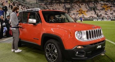 Jeep Renegade: tinge di arancione lo Juventus Stadium