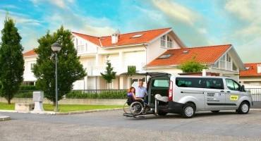 Ford Transit Custom 'Easy Mover': da Ford e Hertz un veicolo a noleggio da 9 posti per passeggeri con disabilità