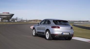 Porsche, al Volante d'Oro 2014 fa tris
