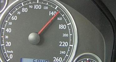 Il nodo irrisolto della velocità, tra passione e sicurezza stradale