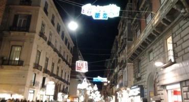 Le strade illuminate per il Natale