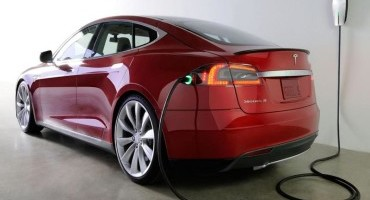 Tesla apre un negozio a Birmingham e aumenta il numero dei punti di ricarica in UK