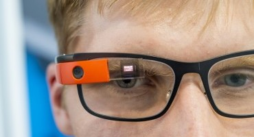 BMW Group tests smart eyewear for quality assurance in production
