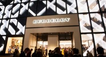 Burberry, Jordan Dunn celebra l'apertura del nuovo store a Omotesando in Giappone