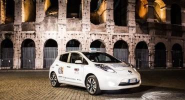 """I taxi Nissan LEAF ricevono il primo """"Premio Super Prodotto dell'Anno 2014"""" per la mobilità sostenibile"""