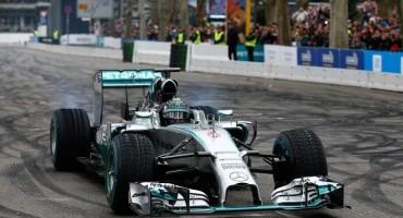 Mercedes: allo Stars & Cars a Stoccarda, 50.000 spettatori hanno ammirato la Freccia d'Argento di Formula 1