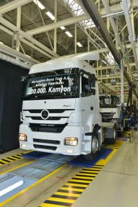 pietra-miliare-della-produzione-per-mercedes-benz-trucks-200000-camion-costruiti-nello-stabilimento-di-aksaray-14a1479
