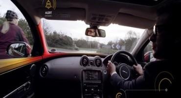 Jaguar Land Rover, allo studio nuove tecnologie in grado di scorgere la presenza di bici o motocicli