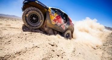 Dakar: Peterhansel e Peugeot 2008 DKR nella Top 10, Sainz costretto al ritiro per incidente