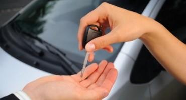 Si può prestare la propria vettura senza avere obblighi di registrazione? Sì, lo dice il Consiglio di Stato