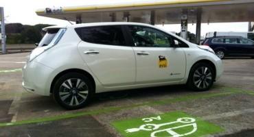 Nissan LEAF inaugura la prima colonnina rapida multistandard in Italia di ENEL e ENI