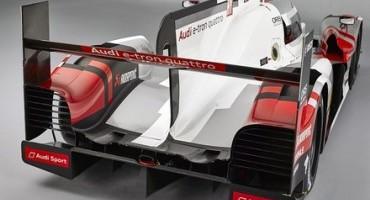 A Neuburg, sede di Audi Sport, Marco Bonanomi tocca con mano la R18 e-tron quattro con cui correrà la 24 Ore di Le Mans