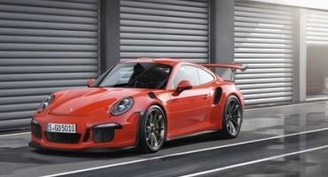 Salone di Ginevra 2015, Porsche presenta la nuova 911 GT3 RS: vettura da corsa nata per la pista ma adatta anche all'uso quotidiano