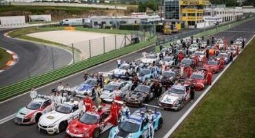 ACi Sport, Campionato Italiano Gran Turismo 2015, nella gara d'esordio a Vallelunga 36 equipaggi al via