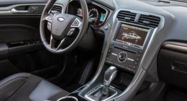 Ford consegna al Sindaco di Torino, Piero Fassino, la nuova Mondeo Hybrid