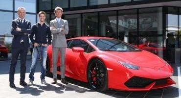 Casey Stoner, il campione di MotoGP, visita Automobili Lamborghini