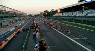 Autodromo Nazionale Monza: in seicento da tutto il mondo per pedalere nel Tempio della Velocità, di notte per dodici ore