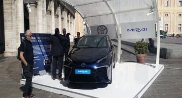 """Toyota presenta """"Mirai"""", la prima berlina alimentata a idrogeno con celle a combustibile"""