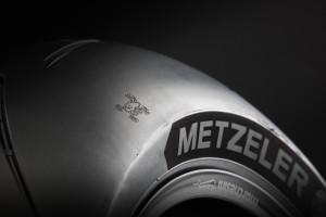 metzeler-racetec-rr-guy-martin-special-edition-pirelli_racetec-rr-guy-martin_02