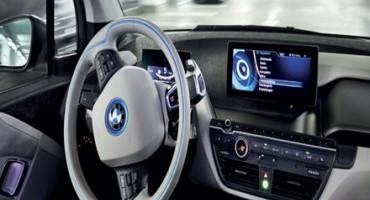 """Da AutoScout24, gli Italiani amano la guida e i suoi piaceri, quindi un secco """"no"""" all'auto che guida da sola"""