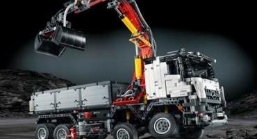 LEGO, dalla collaborazione con Mercedes-Benz, il Truck Arocs per gli appassionati dei 'mattoncini'
