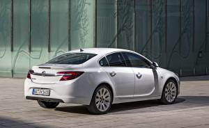 in-piena-forma-opel-insignia-con-i-nuovi-ed-efficienti-diesel-intellilink-con-apple-carplay-e-opel-onstar-opel-insignia-4-door-287824