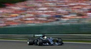 Formula 1 , GP del Belgio: sesta pole consecutiva per Lewis Hamilton che così raggiunge Schumacher, 2° Rosberg, male le Ferrari