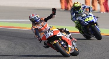 MotoGP 2015, magnificent second place for Pedrosa after intense battle with Rossi but Marquez crashes out on lap two