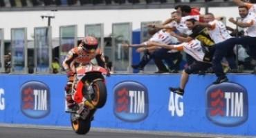 MotoGP, GP Misano, il meteo altera gli equilibri e Marc Marquez vince la gara, Rossi termina 5°, Lorenzo cade