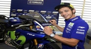 """All'asta una speciale YZF-R1 Movistar Yamaha MotoGP Replica autografata dal """"Dottore"""""""