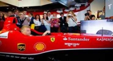 Kimi Raikkonen visita il nuovo Ferrari Store di Milano