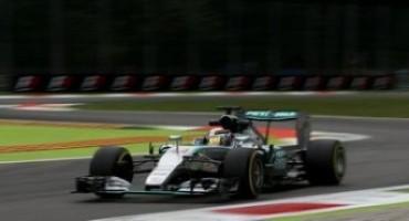"""Formula 1, GP d'Italia: il """"biondo"""" Lewis Hamilton vince nel tempio della velocità, secondo Vettel, terzo Massa"""