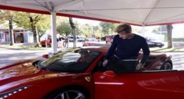 Gordon Ramsay, il grande chef inglese, si reca a Maranello e visita la Ferrari