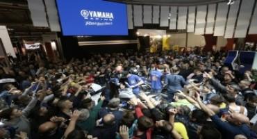Yamaha EICMA live: bagno di folla per il nuovo Team del Mondiale SBK