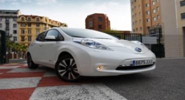 Nissan LEAF, viaggia per 900km con una sola ricarica