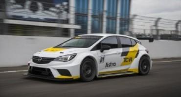 Opel Astra TCR, pronta a scendere in pista sul circuito del Bahrein