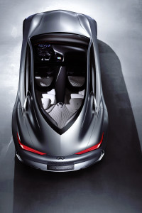 With the Infiniti Q80 Inspiration, there are no side-door mirrors to break up the aesthetics of the unmistakable profile. The full roof length of the teardrop passenger greenhouse is accentuated by lightweight acoustic glass. And its doors open portal style, which allows the stunning cabin to be fully on display while driver and passengers step in and out with ease.