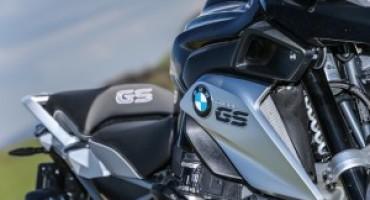 BMW R 1200 GS TripleBlack, la nuova veste della moto più venduta al mondo