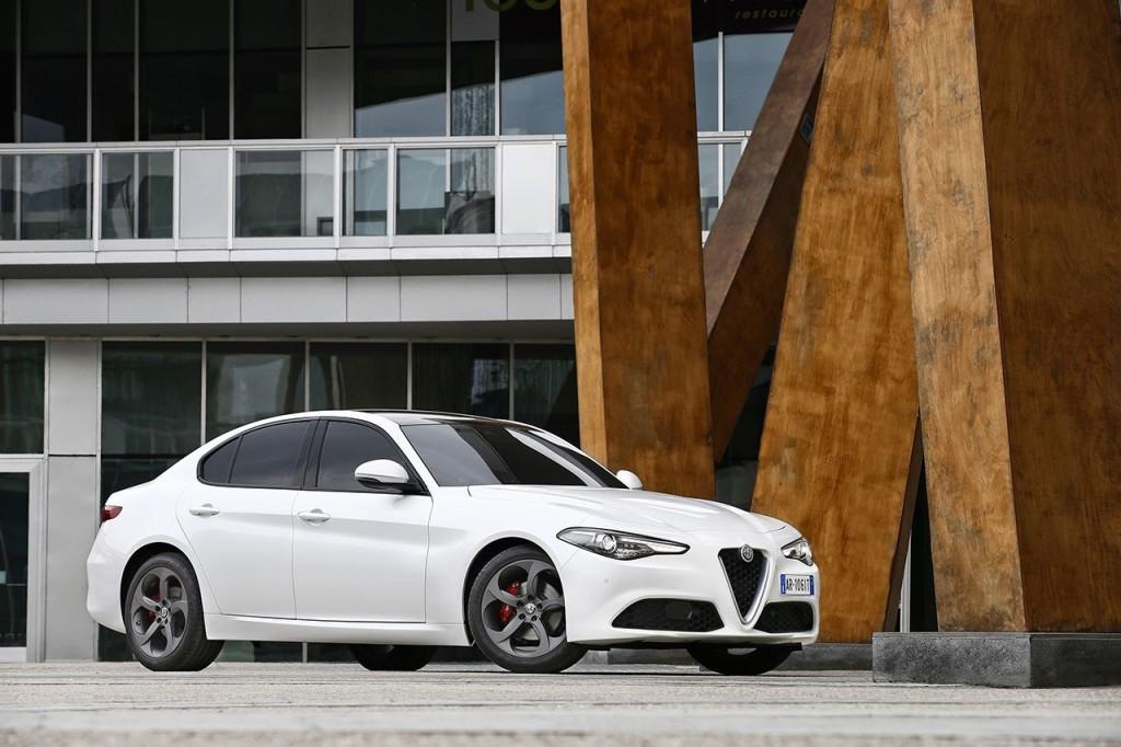 2016_Alfa-Romeo_Giulia_03