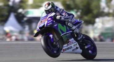 MotoGP, Mugello amaro per Rossi che rompe il motore, vince Lorenzo in volata su Marquez