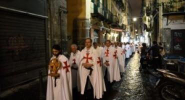 I Templari a Napoli, fiume che squarcia in due i decumani