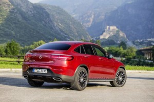 Mercedes-Benz GLC 350 d Coupé; Exterieur: hyazinthrot; Interieur: designo Leder Nappa schwarz; Kraftstoffverbrauch kombiniert: ab 6,0 l/100 km*; CO2-Emissionen kombiniert: ab 155 g/km*; exterior: hyacinth red; interior: designo Nappa black/black; fuel consumption combined: from 6.0 l/100 km*; CO2 emissions combined: from 155 g/km* *vorläufige Werte/provisional values