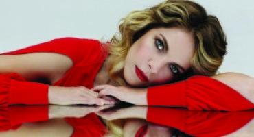 Claudia Gerini è il volto della nuova campagna firmata Sandro Ferrone