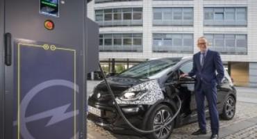 Nuova Opel Ampera-e, con 30 minuti di ricarica può percorrere fino a 150 chilometri