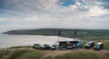 Jeep, in Gran Bretagna il primo punto vendita temporaneo su una scogliera